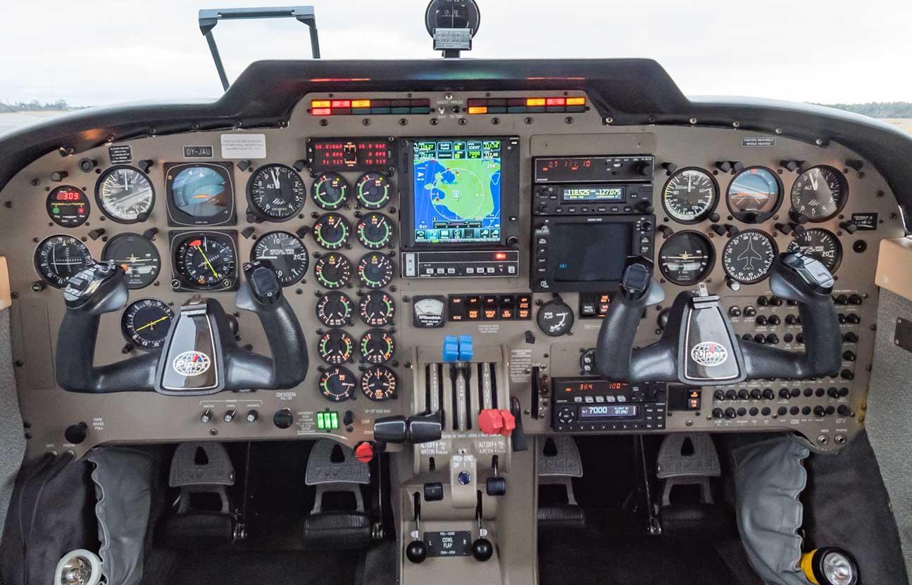 Piper Seneva V Avionics upgrade