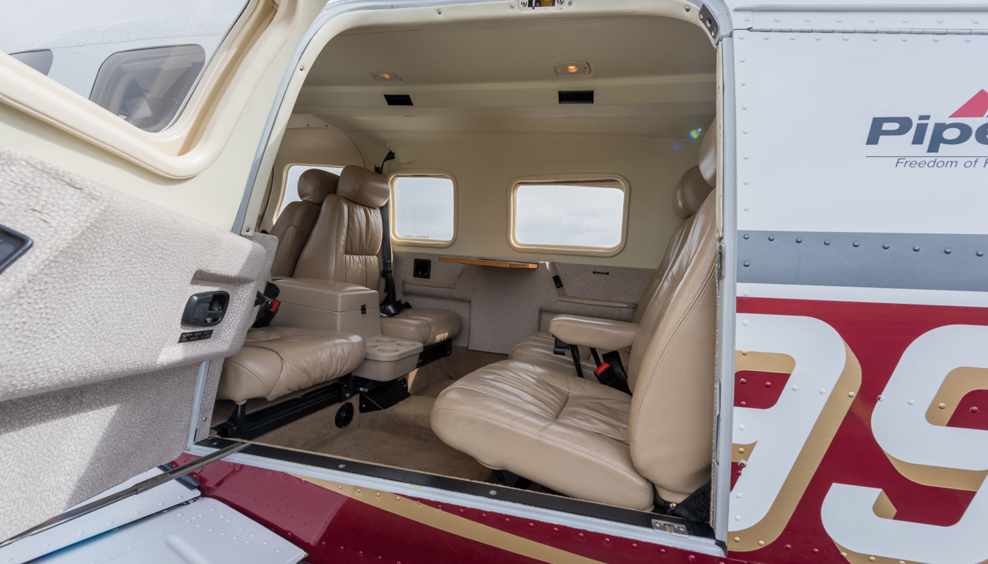 Piper Saratoga 6xt View Inside The Passenger Club Seating