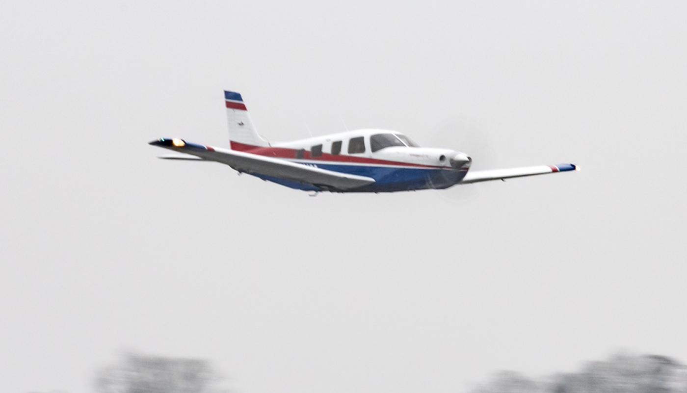 Piper-Saratoga-fly-by