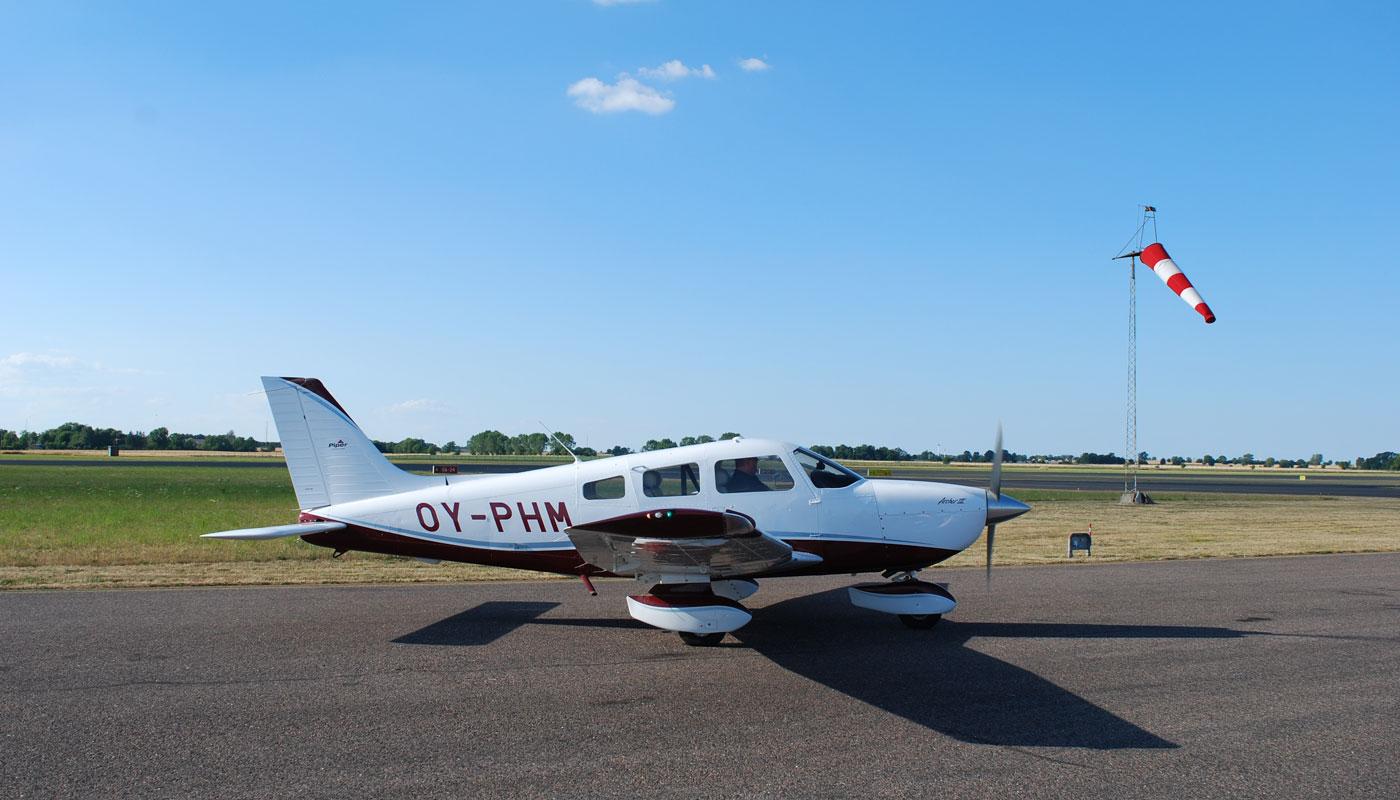 OY-PHM-Piper-Archer-III