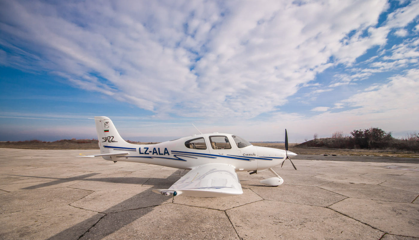 Cirrus SR-22, LZ-ALA, Right Side