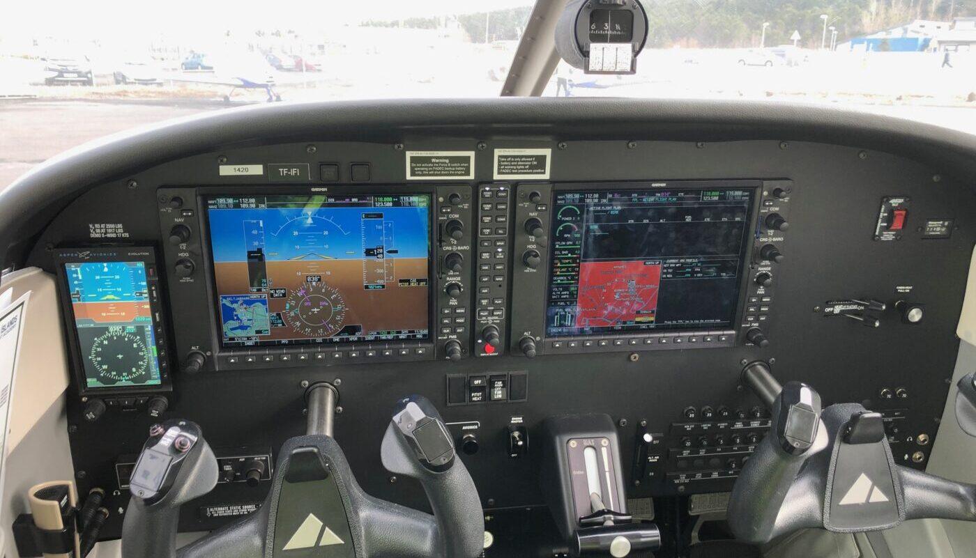 TF-IFH Avionic