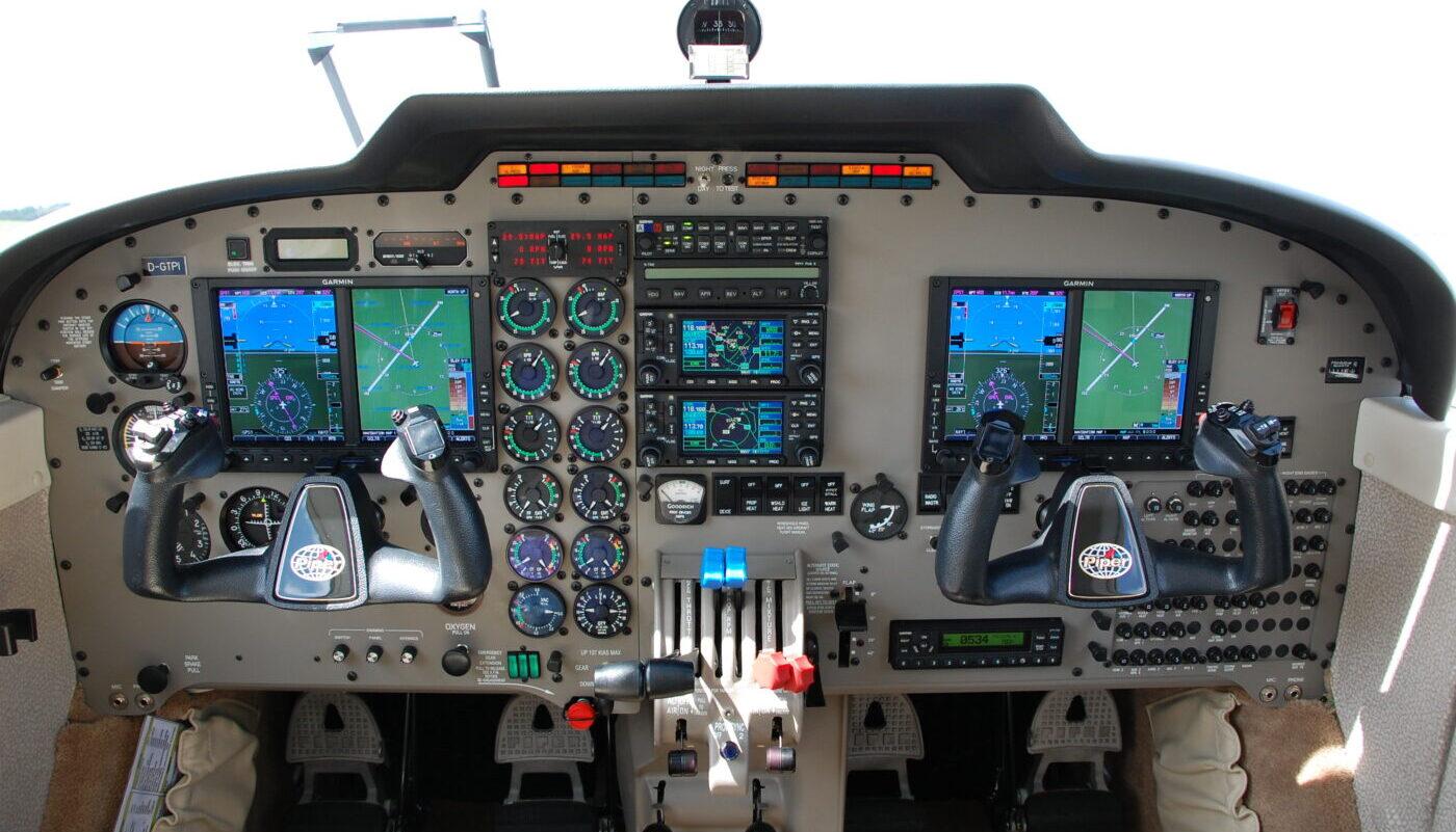 Piper Seneca V, SE-MIT, Avionic