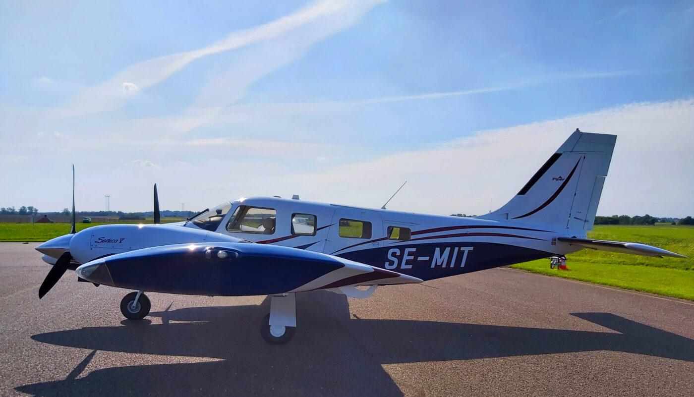 SE-MIT Piper Seneca V Left Side