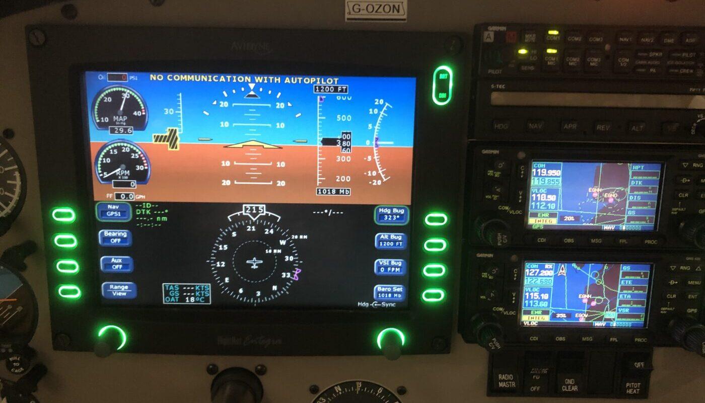 Piper Saratoga II TC, G-OZON, Avionic