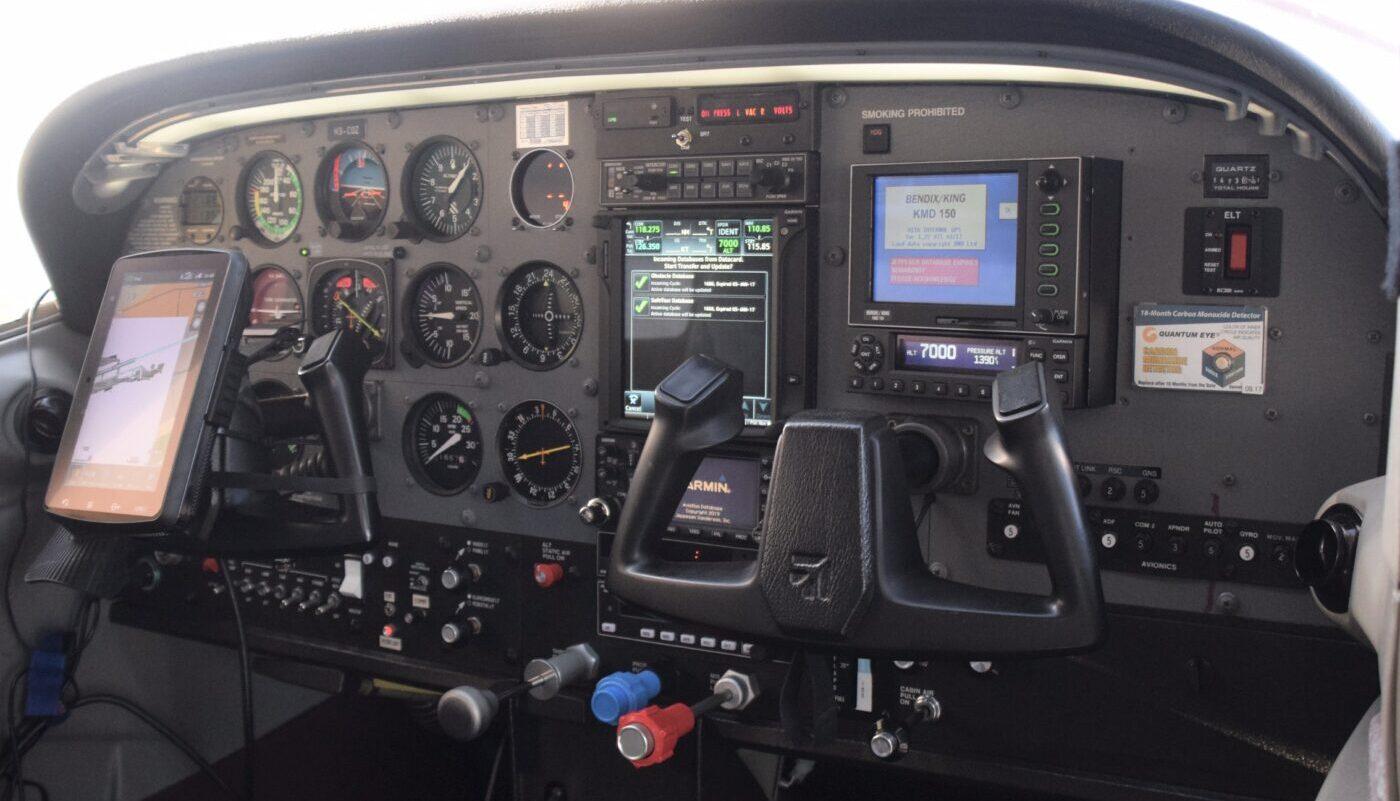 HB-CQZ Avionic 2