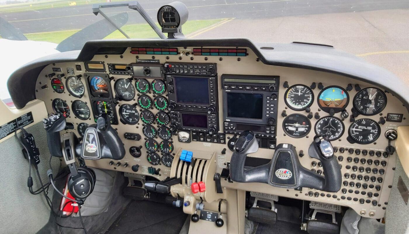 OY-LAF Avionic