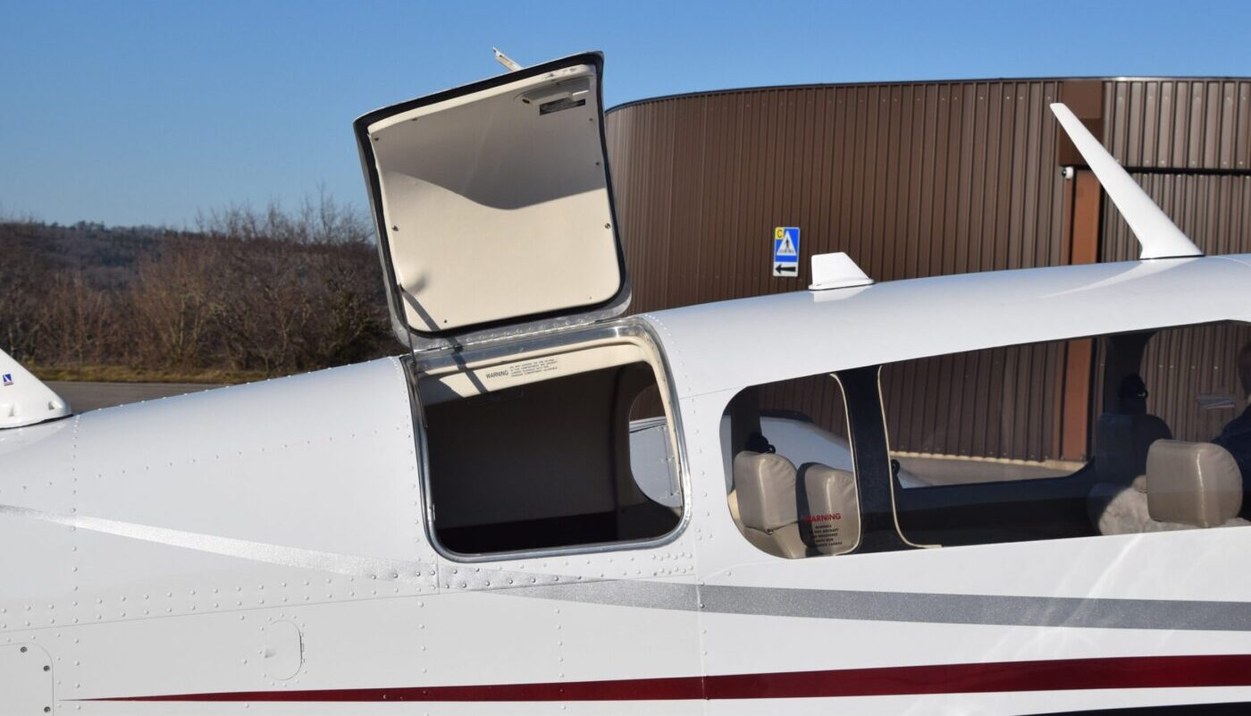 Mooney M20M, HB-DIR, Bagage Open