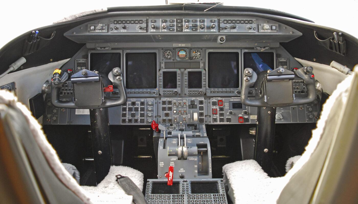 OY-GIC, Learjet 45, Avionic