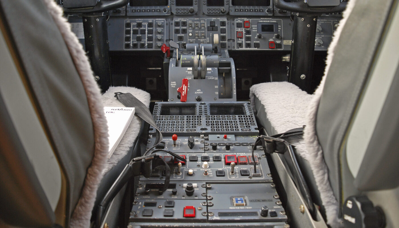 OY-GIC, Learjet 45, Center Console