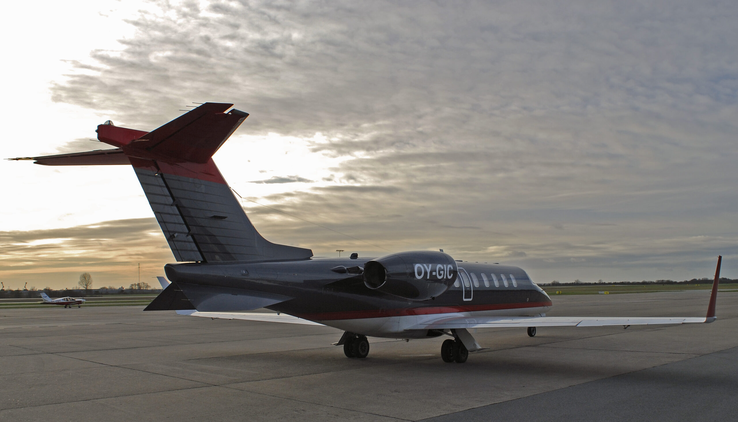Learjet 45, OY-GIC, Right Side Back