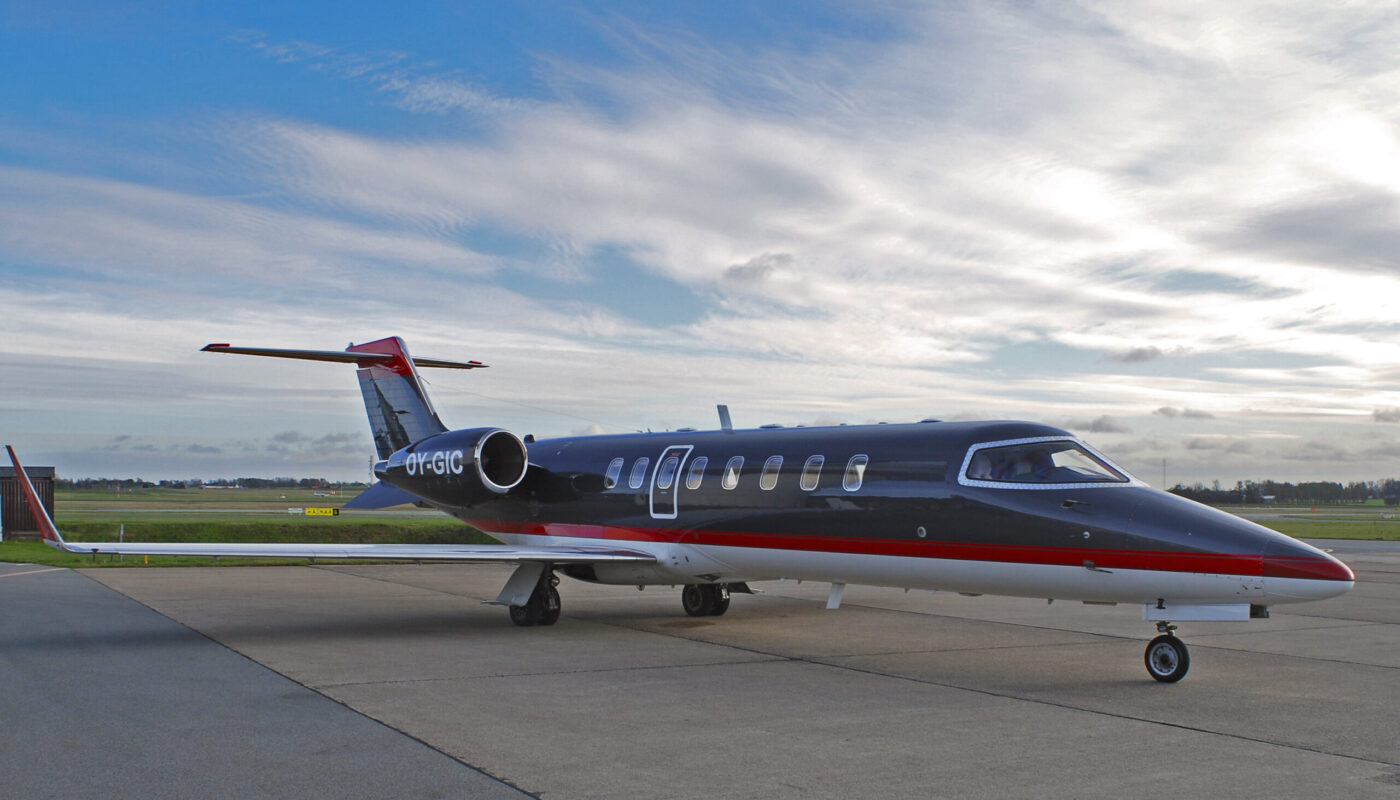 Learjet 45, OY-GIC, right side front