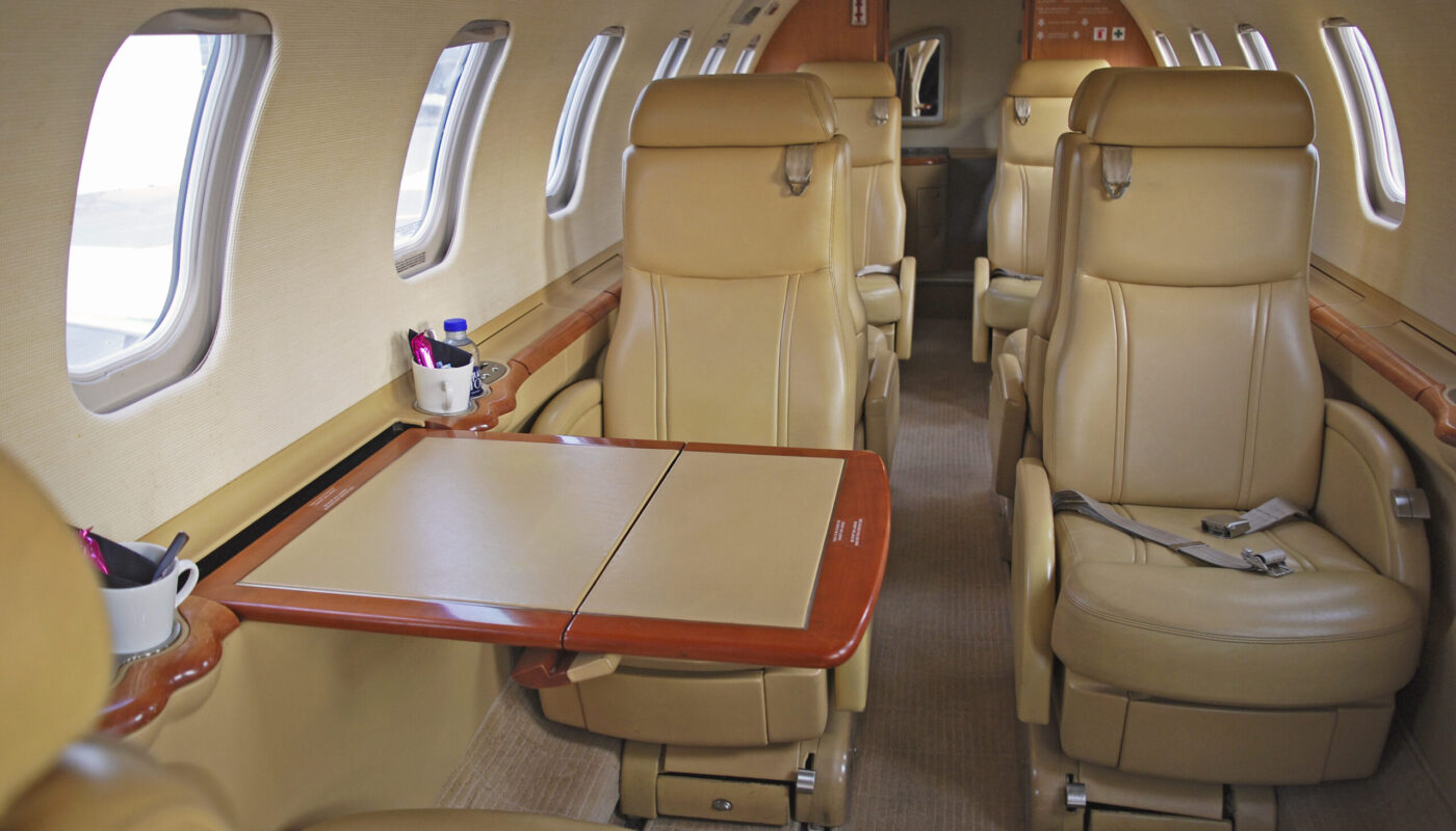 Learjet 45, OY-GIC, Table Out